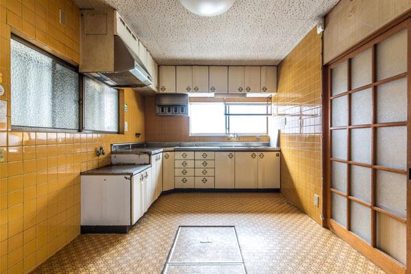 BEFORE|レトロな雰囲気と現代の機能性を併せ持つキッチン